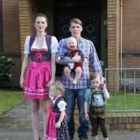 Dirk, Nicole und Kinderschar